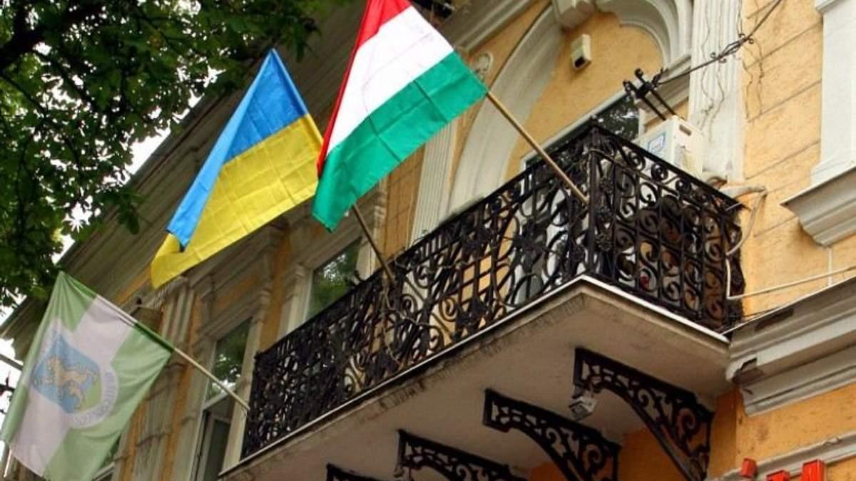 Угорщина не буде відкликати свого консула з України
