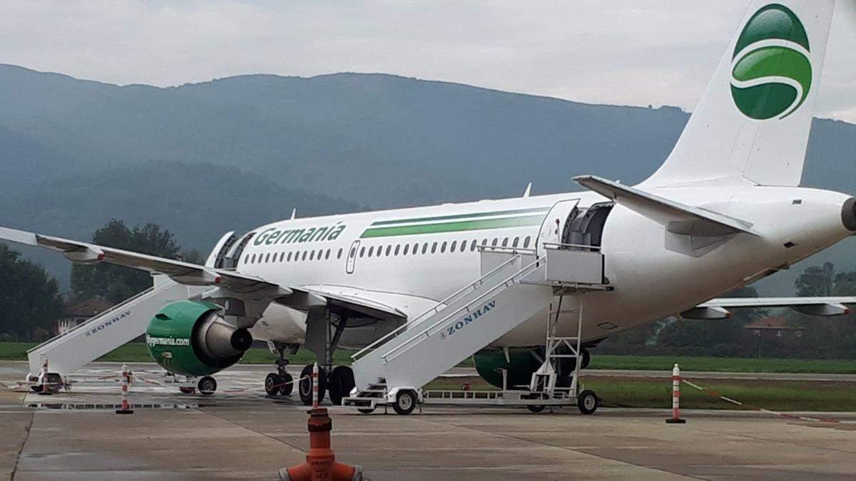 Заїхав у траву: пасажирський лайнер екстремально приземлився в Туреччині – є фото