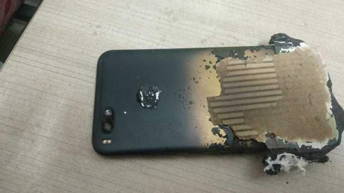 Смартфон от Xiaomi взорвался возле пользователя