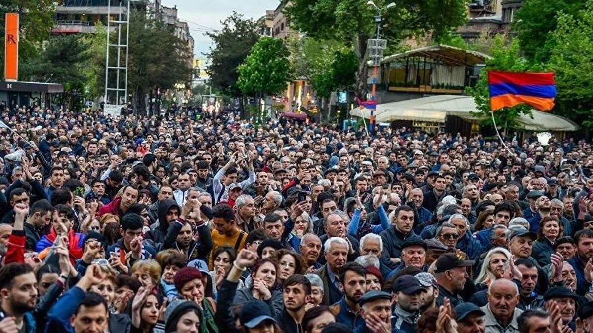 У Вірменії спалахнули масові протести через закон, який блокує вибори