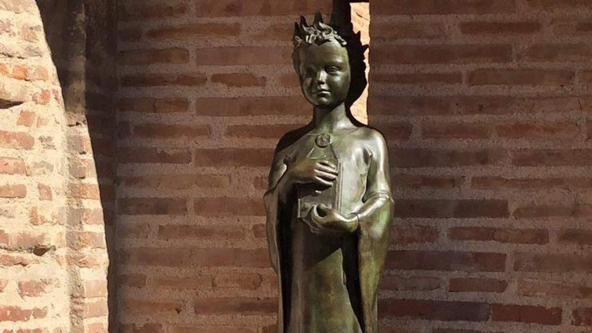 Пам'ятник Анні Ярославні у Франції