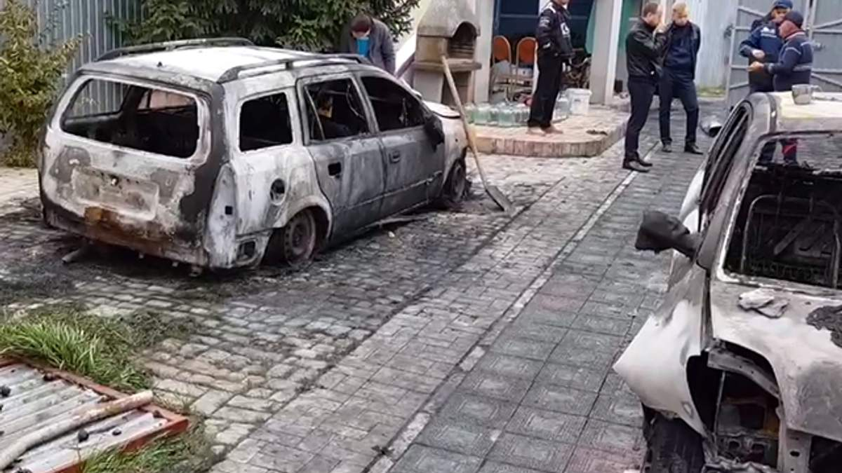 На Киевщине неизвестные сожгли автомобили Сергиенко