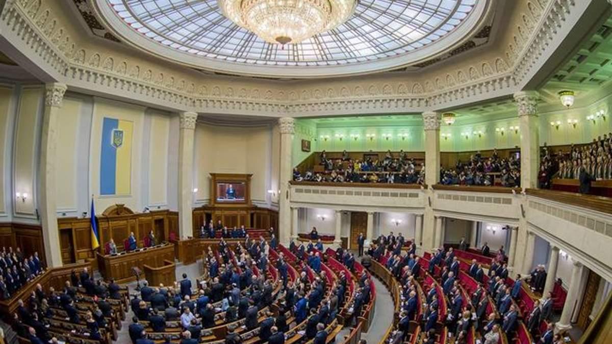 """Верховная Рада окончательно одобрила военное приветствие """" Слава Украине"""""""