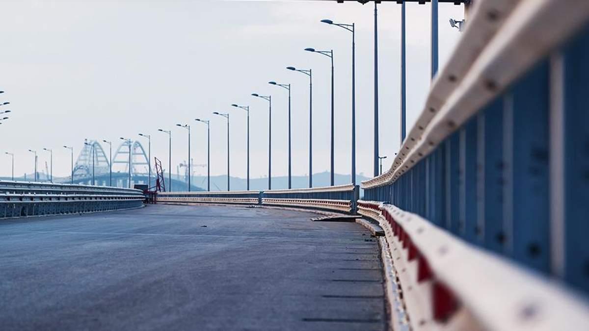 Проліт Кримського мосту з'їхав у воду