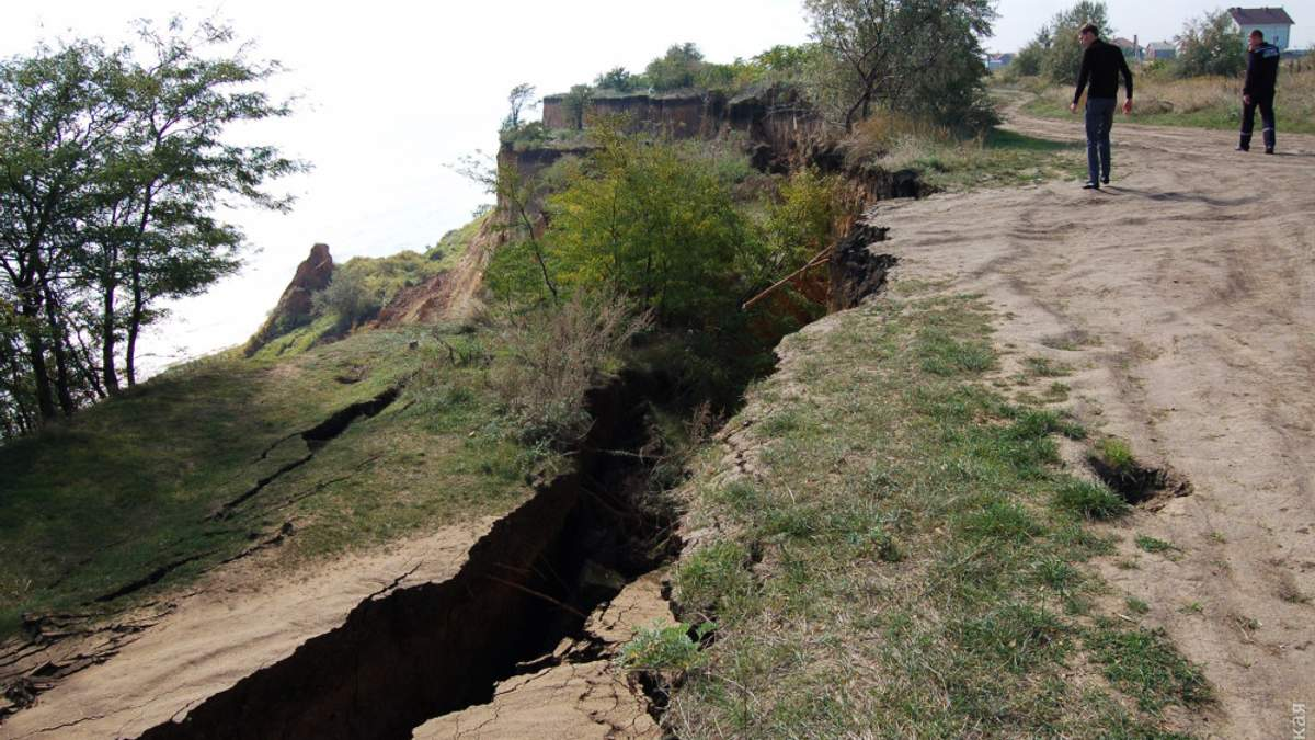 Масштабний зсув ґрунту на Одещині: подробиці