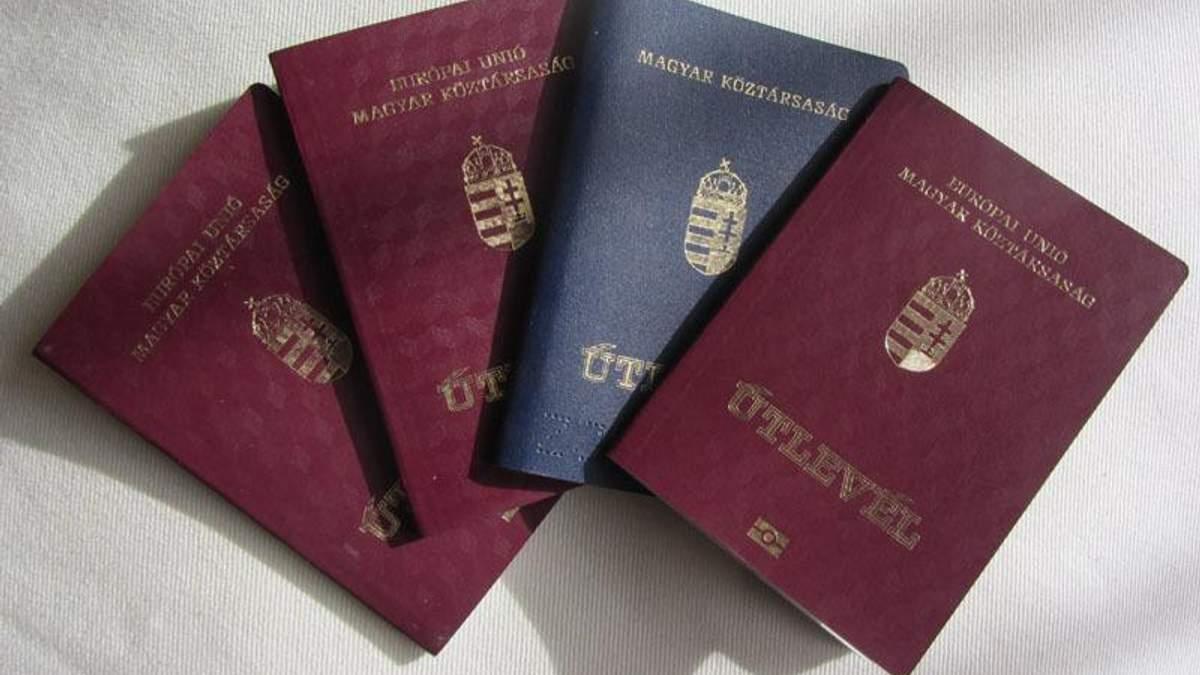 !Миротворець! опублікував список чиновників, які мають угорські паспорти