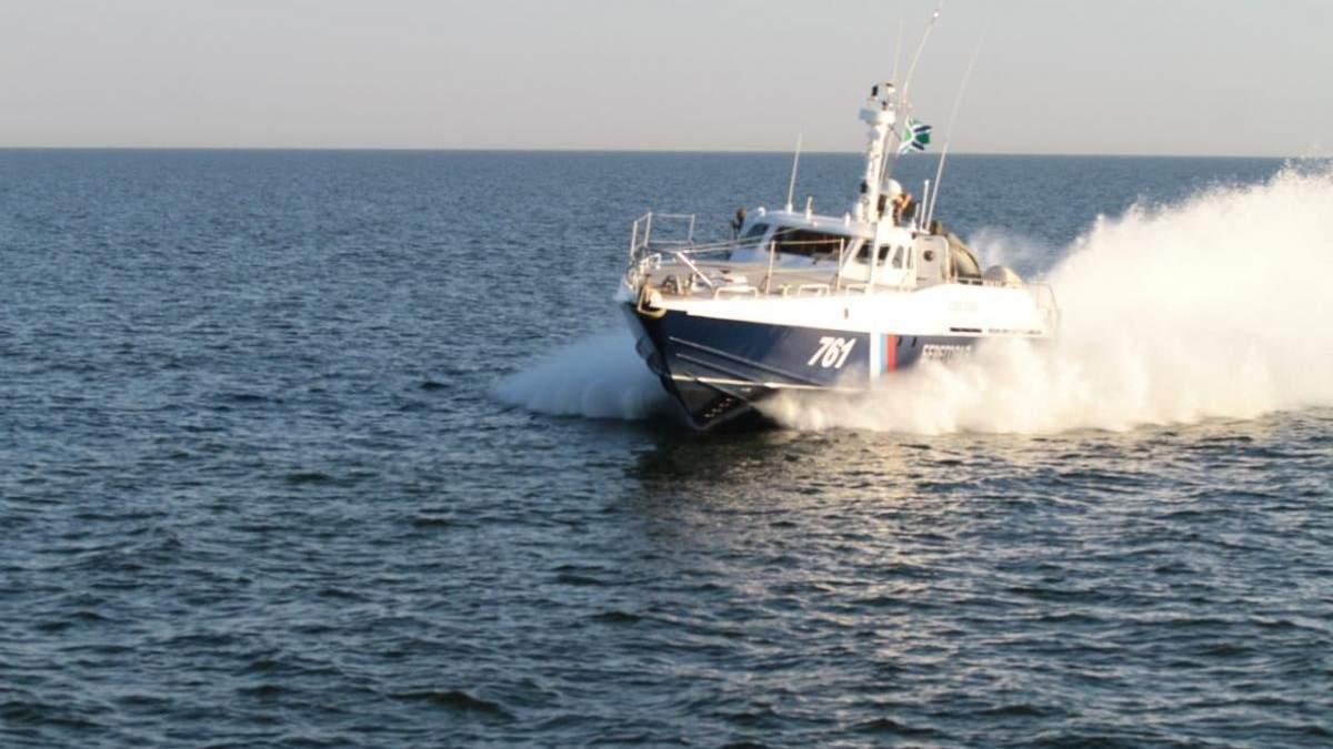 У берегов оккупированного Крыма спасают судно с украинцами на борту: подробности
