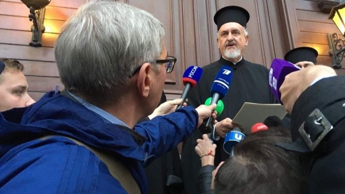 Митрополит Галльский Эммануил зачитал решение Синода