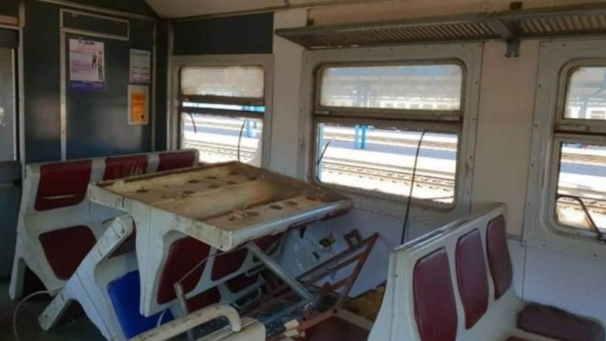 """Поліція затримала вандалів, що розтрощили вагон електрички """"Фастів – Київ"""""""