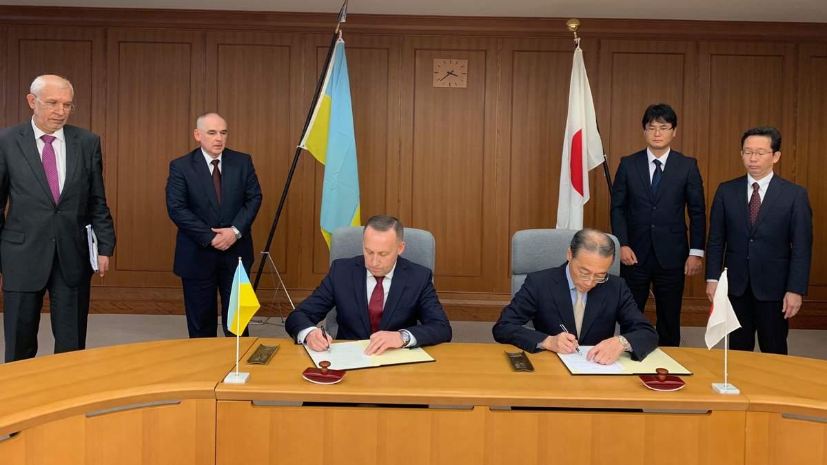 Украина и Япония подписали меморандум о сотрудничестве и обмене в сфере обороны