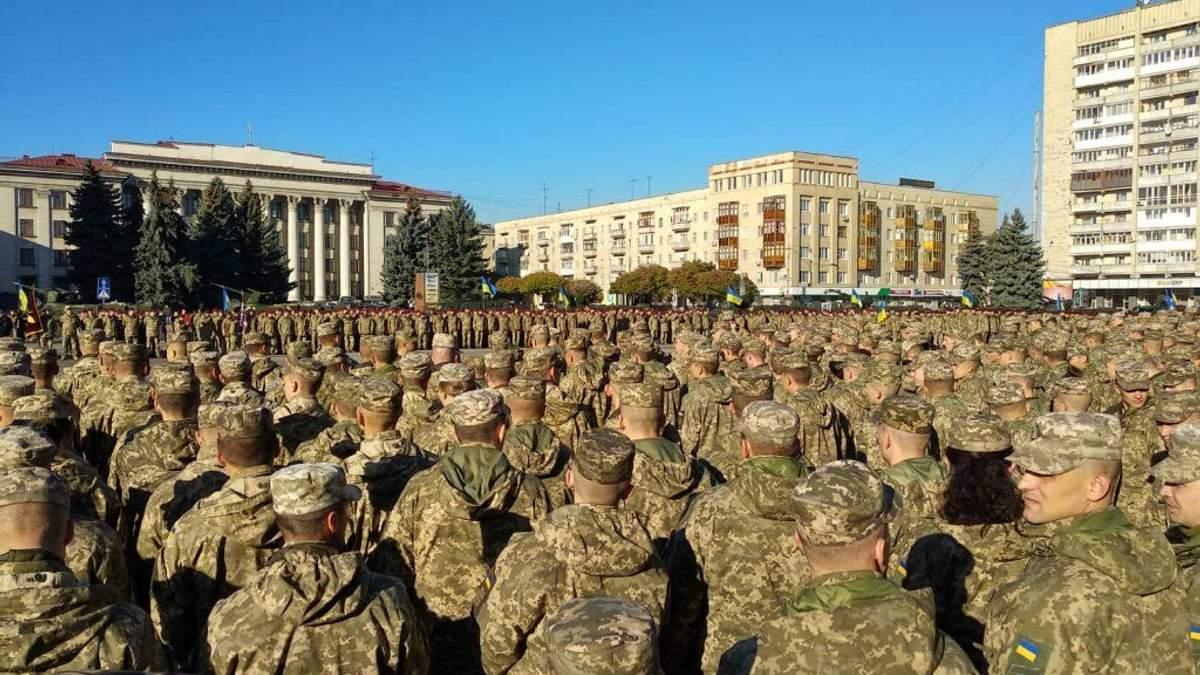 В Житомире прошел парад военной техники