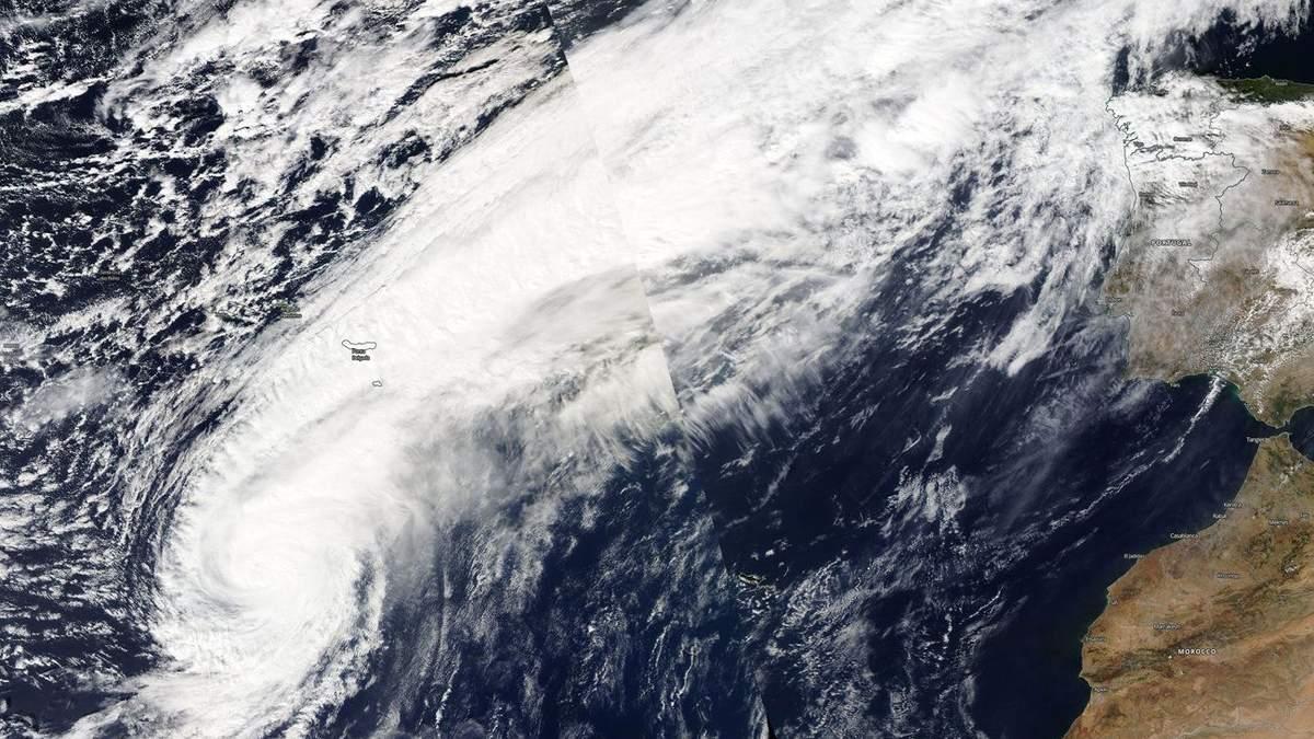 """Ураган """"Леслі"""" наближається до Європи"""