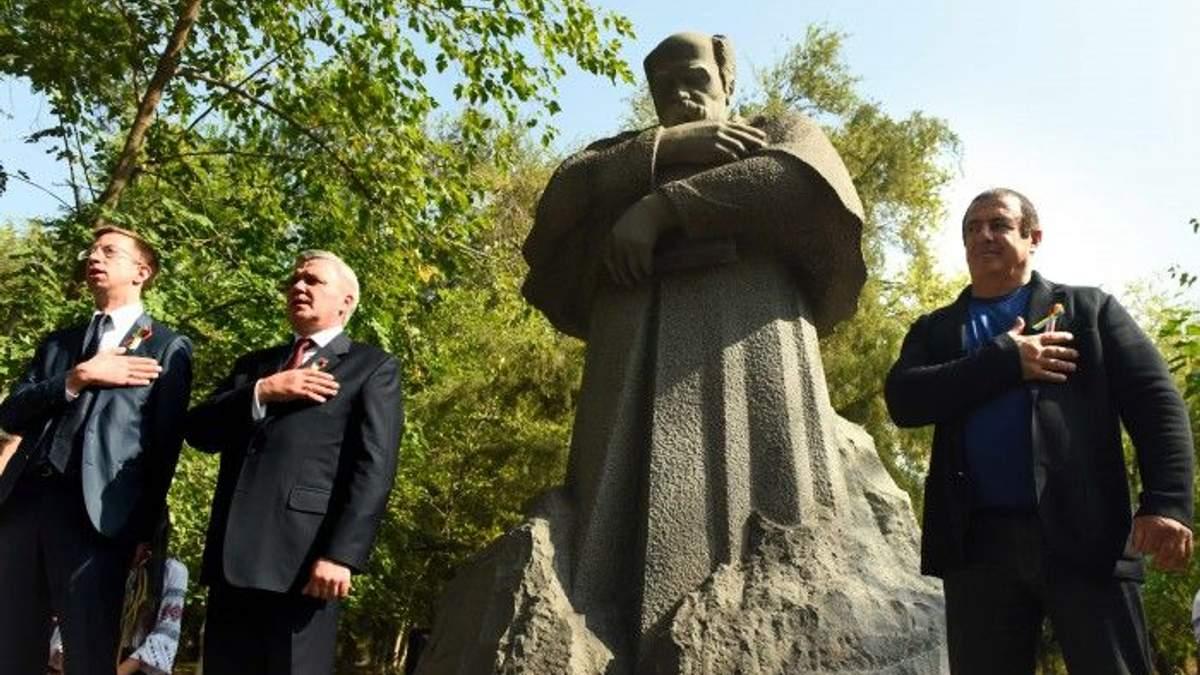 В Ереване открыли памятник Шевченко
