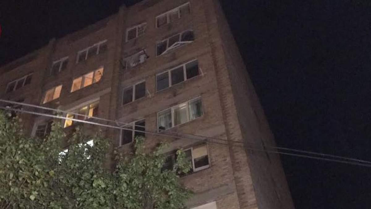 У Києві на Борщагівці у квартирі багатоповерхівки стався вибух газу: дві людини постраждали