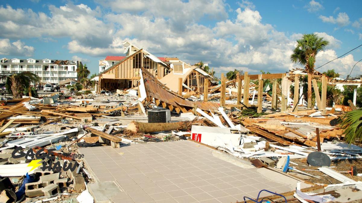 """В США пострадавшие приходят в себя от мощного урагана """"Майкл"""""""