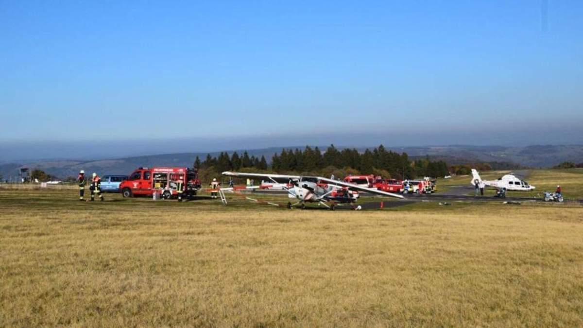 У Німеччині на натовп людей впав літак: загинуло троє