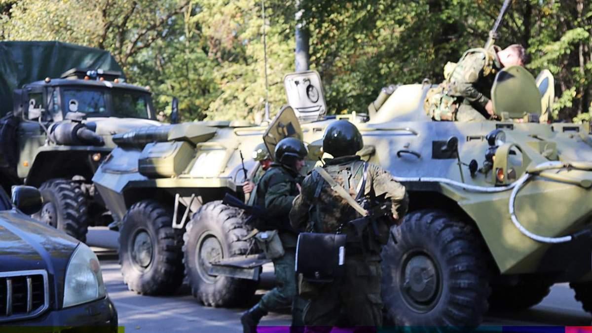 Из колледжа в Керчи начали вывозить тела погибших, в город летят российские медики: видео