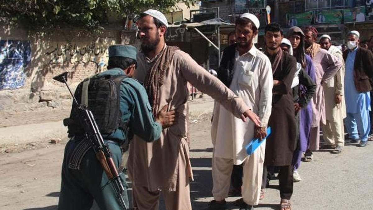 В Афганістані у день виборів убито і поранено десятки людей