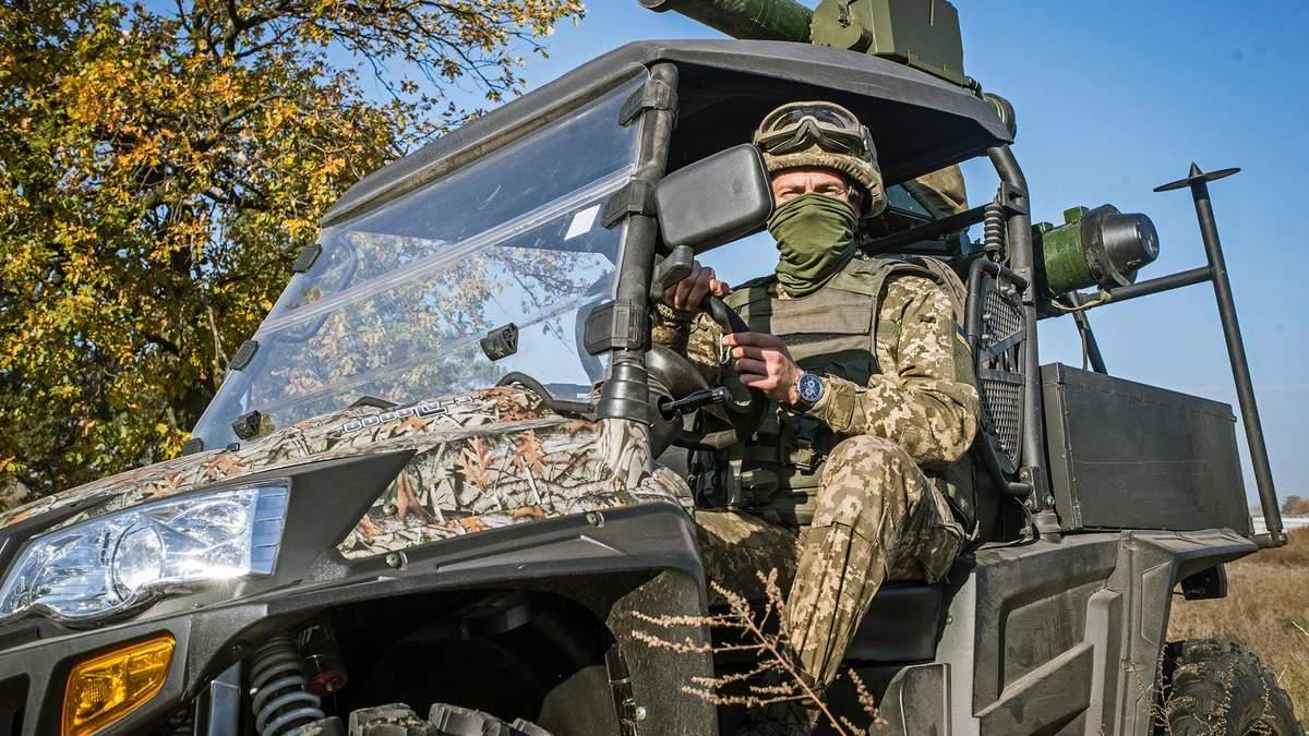 Украинские военные получили новые боевые вездеходы