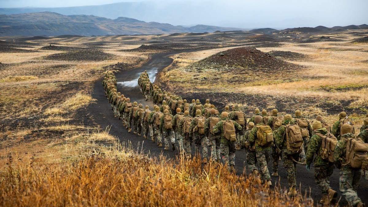 """НАТО начинает крупнейшие с """"холодной войны"""" военные учения"""