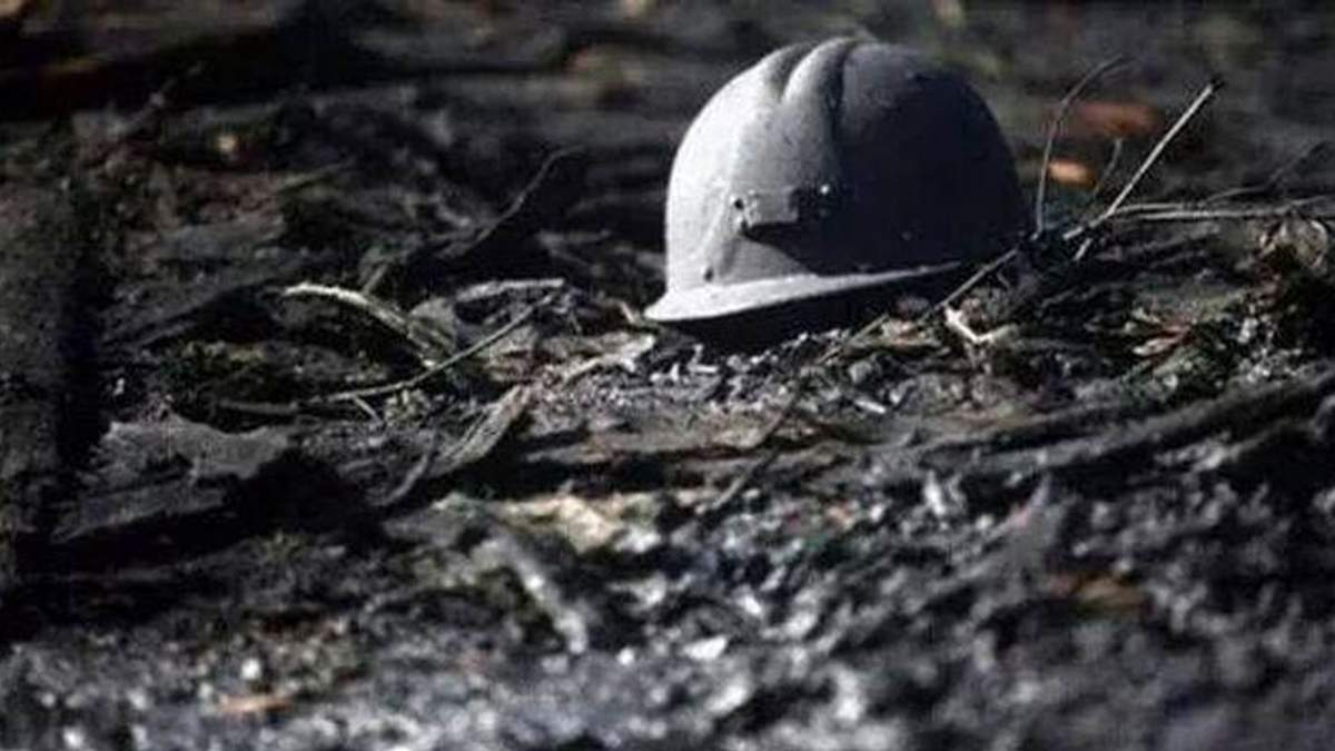 Обвал на шахте, где бастуют горняки