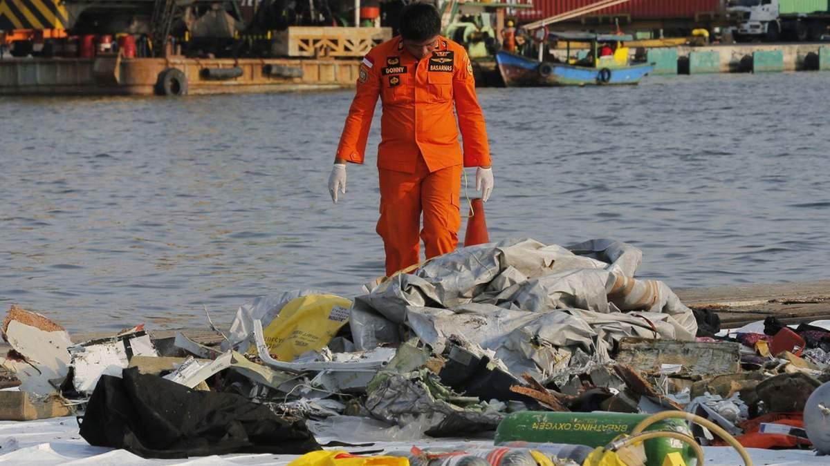 Boeing 737 разбился у берегов острова Ява