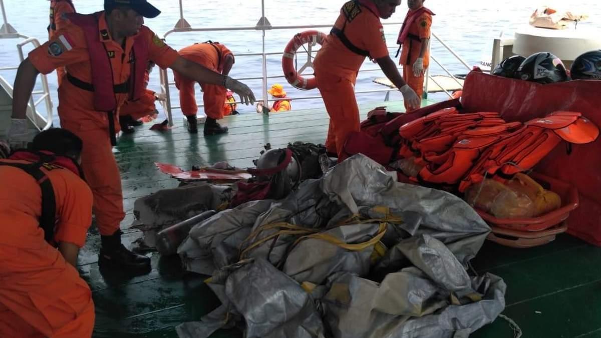 Пасажирський Boeing впав у море в Індонезії: на борту були високопоставлені чиновники