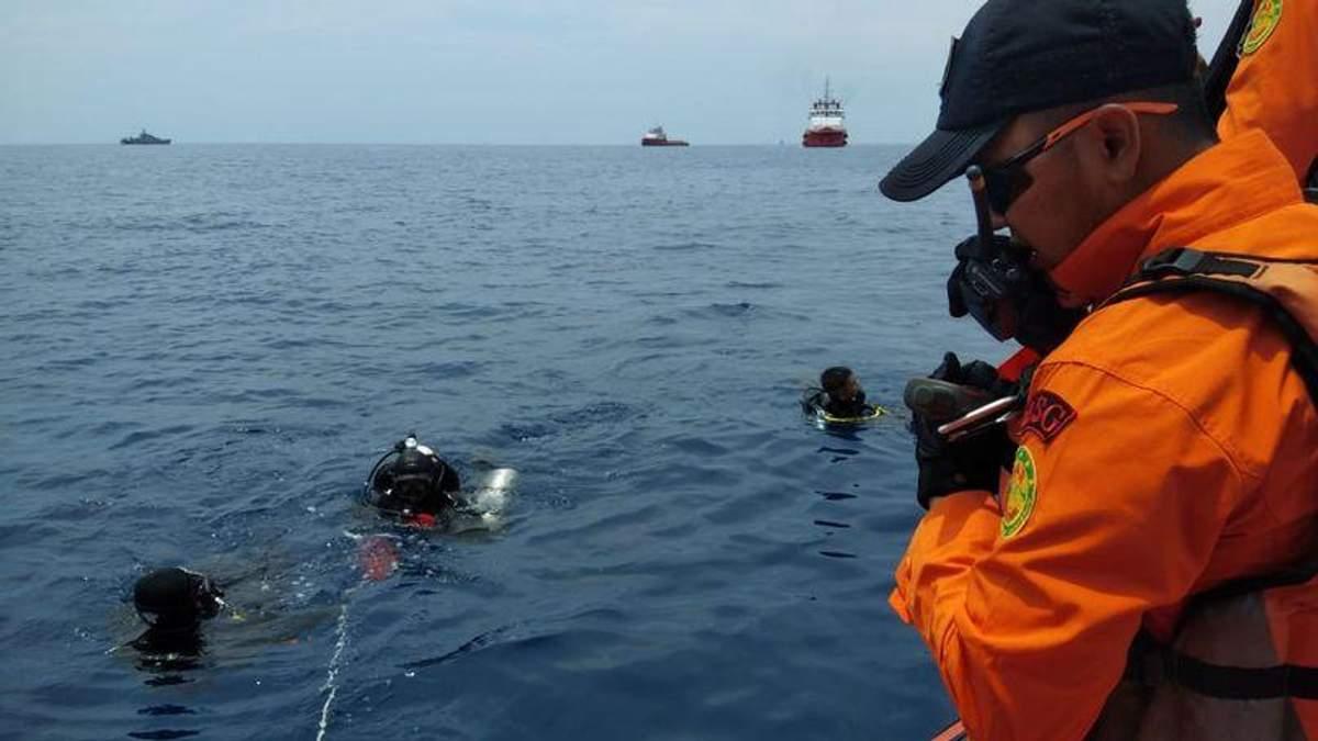 Авіакатастрофа в Індонезії: рятувальники не знайшли живих