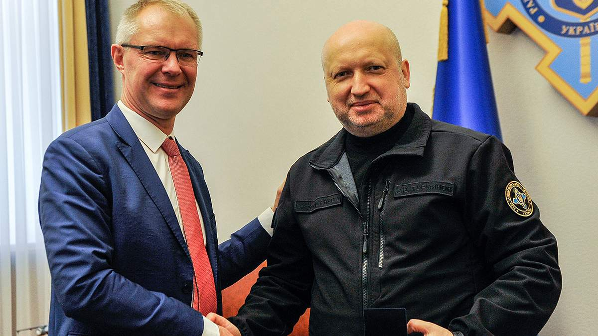 """Турчинов обговорив з естонським колегою проблему """"Північного потоку-2"""""""