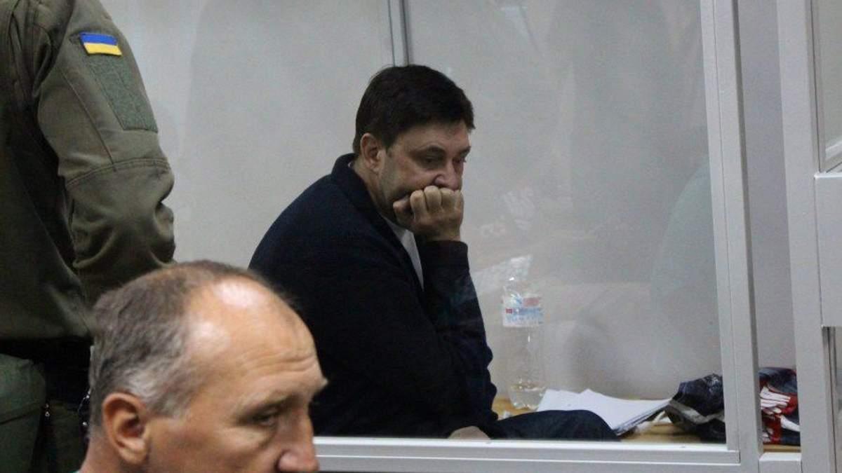 Суд продовжив арешт журналісту Вишинському