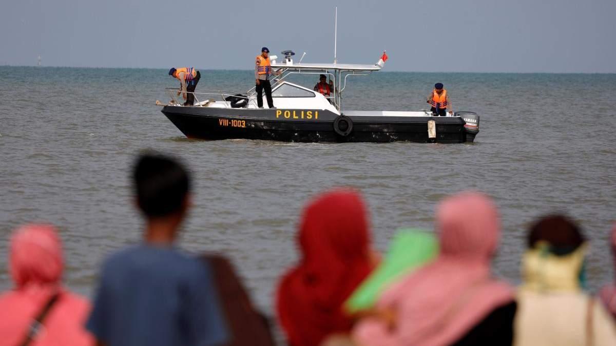 Авиакатастрофа в Индонезии: спасатели нашли крупные фрагменты самолета