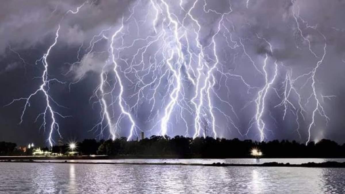 На двух островах в Италии объявили красный уровень опасности из-за непогоды