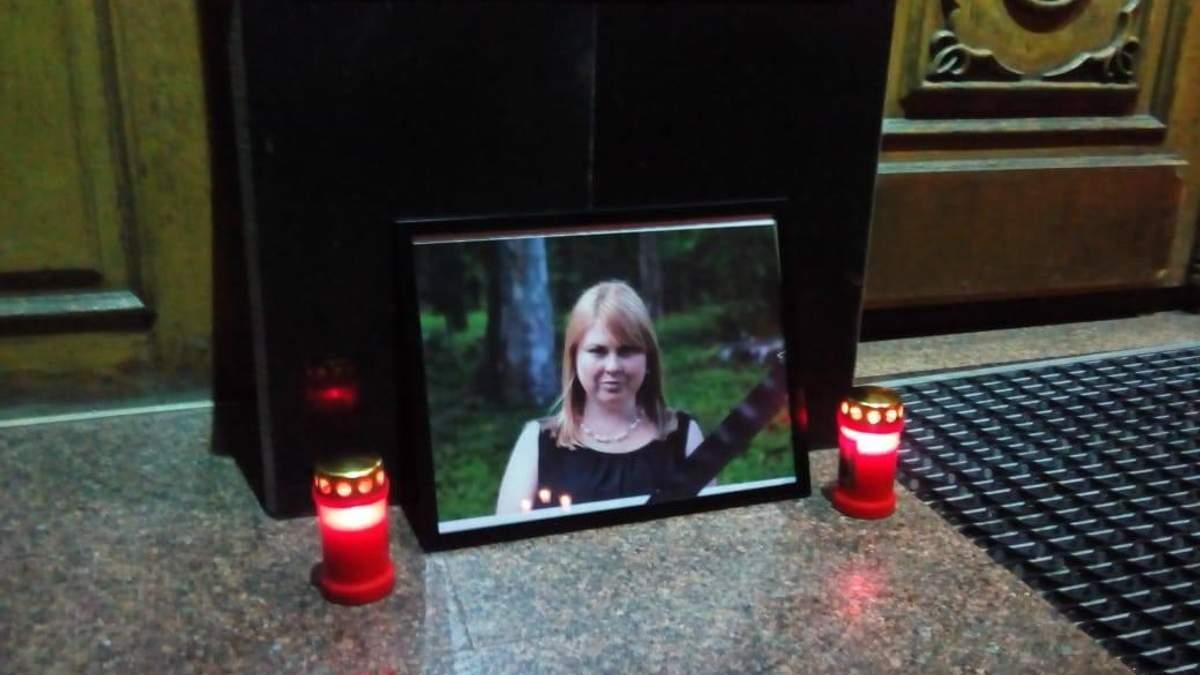 Память активистки Екатерины Гандзюк чтят в городах Украины: фото и видео