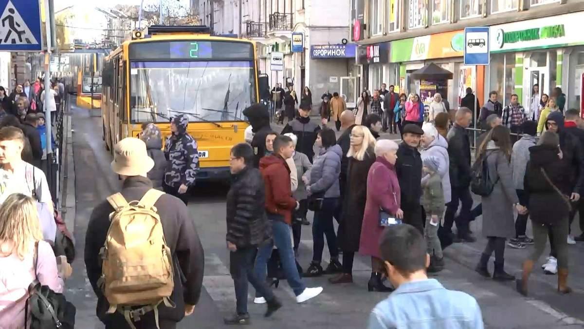 Люди перекрили дороги: у Тернополі вартість проїзду у транспорті зросла вдвічі