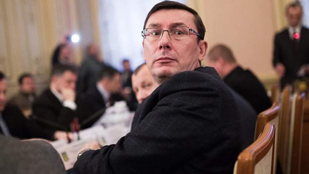 Луценко іде у відставку: бурхлива реакція соцмереж