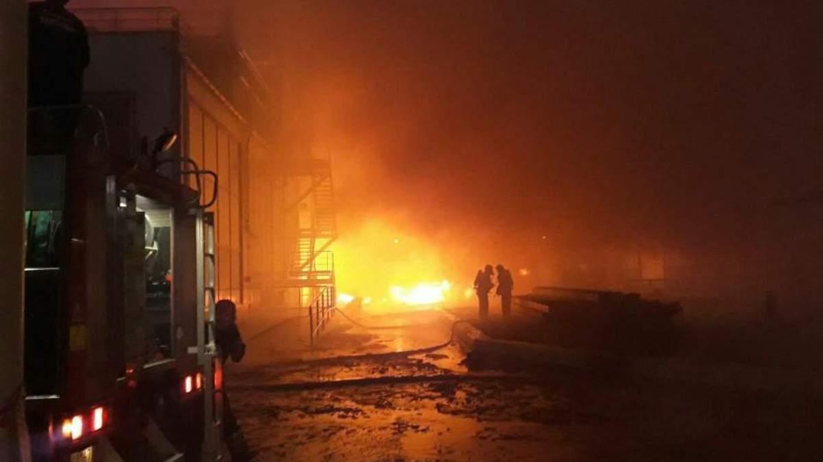 Под Одессой вспыхнул пожар на маслоперерабатывающем заводе