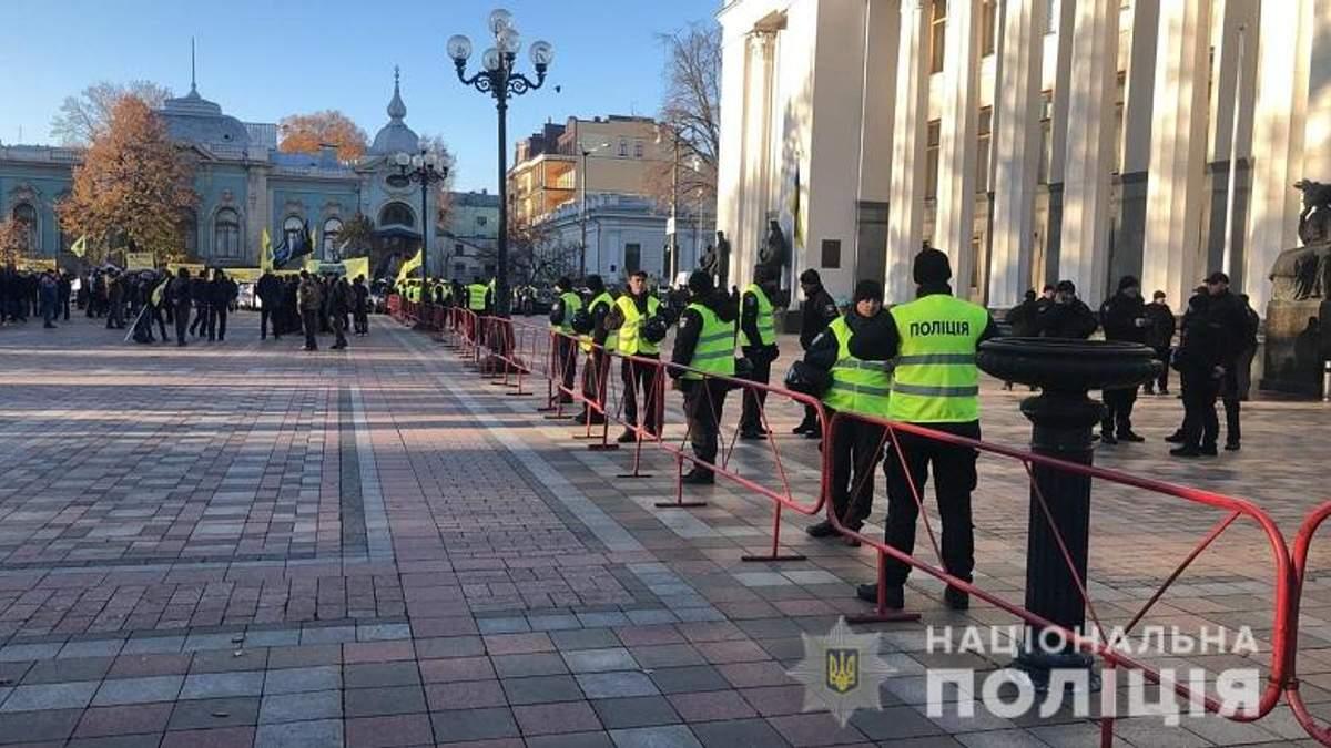 У Києві посилили охорону: під Радою протестують власники авто на єврономерах