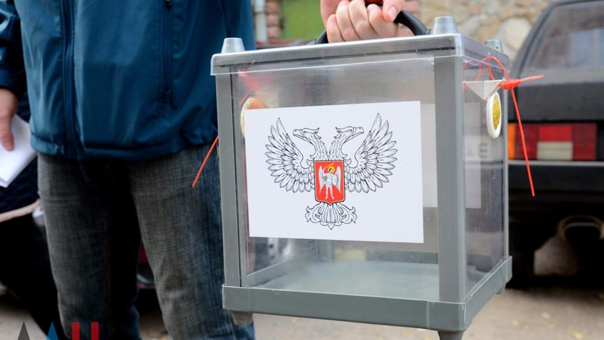 """На Донбасі окупанти достроково почали свої """"вибори"""": з'явились фото та відео"""