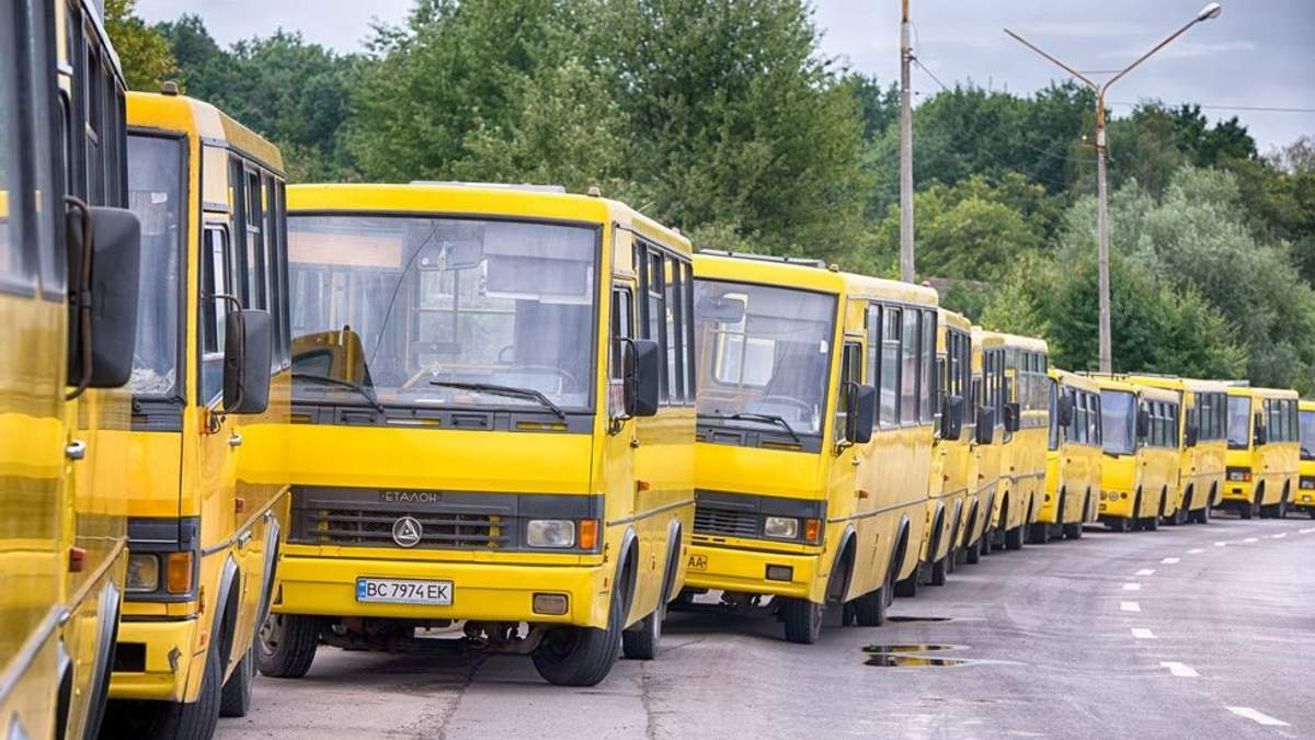 """""""Я вашу просьбу в бак не залью"""": в Тернополе водители маршруток отказались выходить на рейс"""