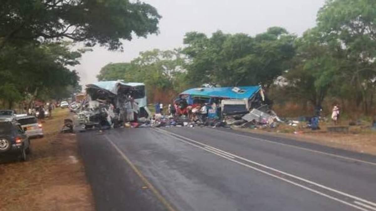 В Зимбабве из-за столкновения двух автобусов погибло 47 человек, еще 70 пострадало