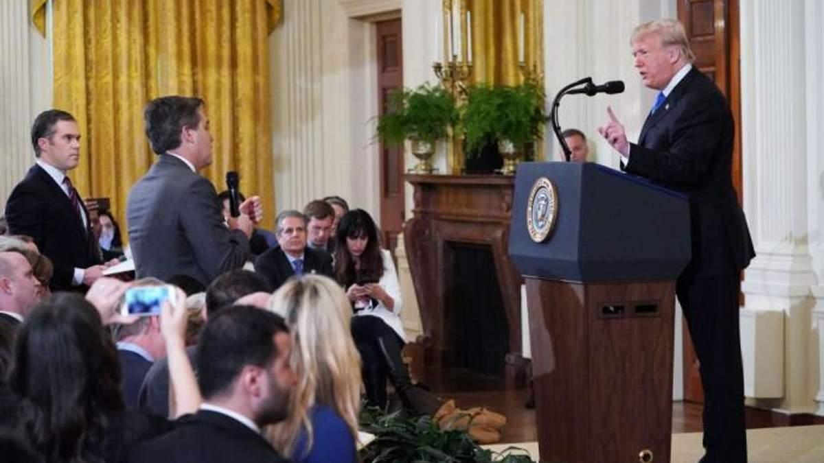 У США позбавили акредитації журналіста за хамську поведінку на прес-конференції Трампа