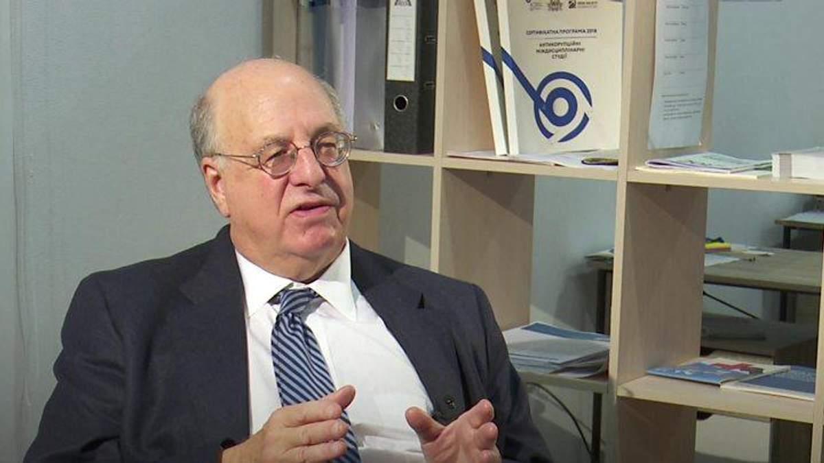 Известный судья из США приехал в Украину, чтобы научить коллег бороться с коррупционерами
