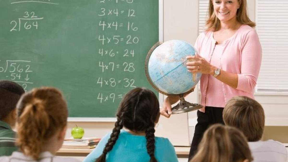 Де та чому найбільше поважають вчителів