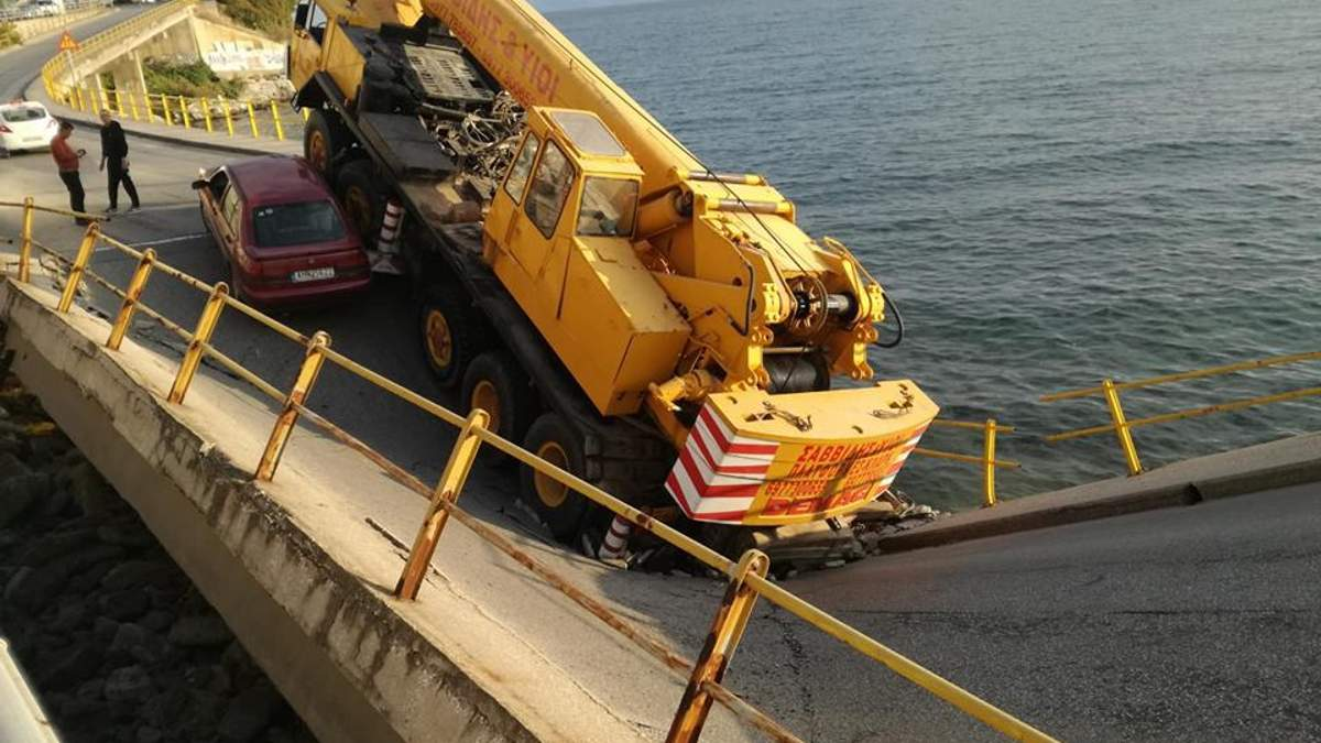 В Греции обрушился мост