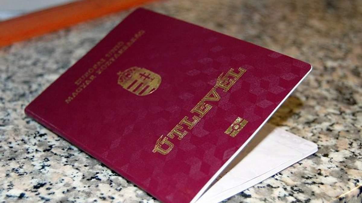 Венгрия продолжает раздавать свои паспорта украинцам