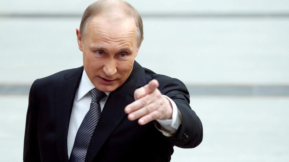 В одному з російських міст опудало Путіна прив'язали до стовпа : фото
