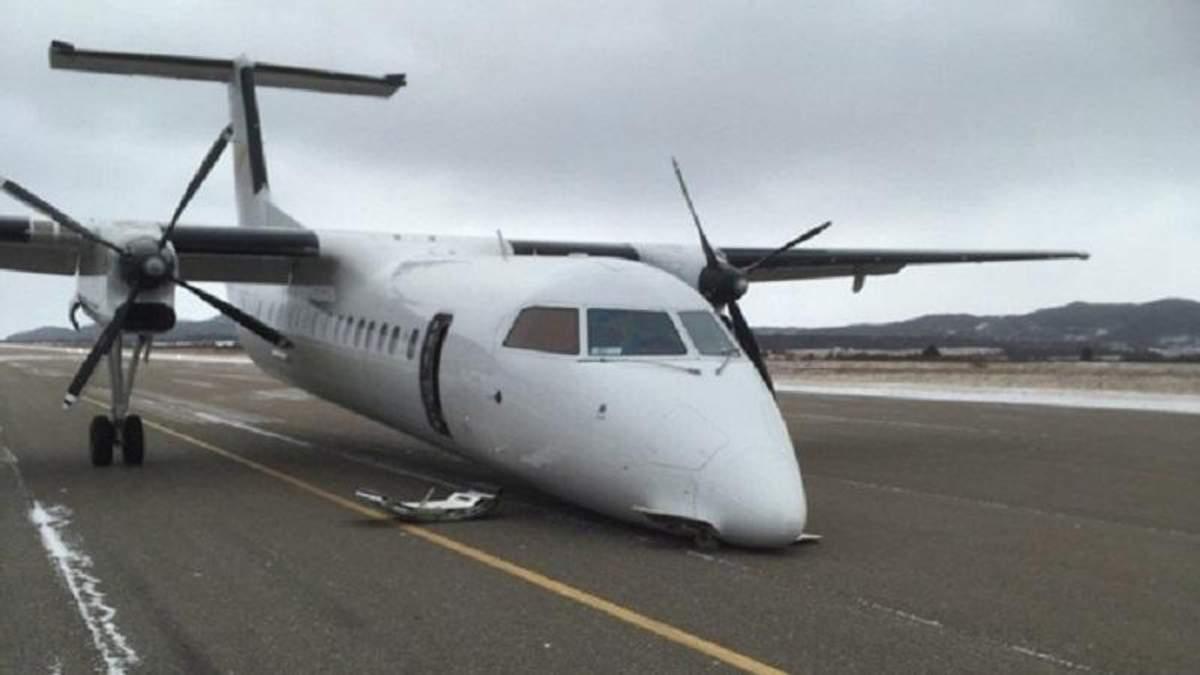 Літак здійснив м'яку посадку