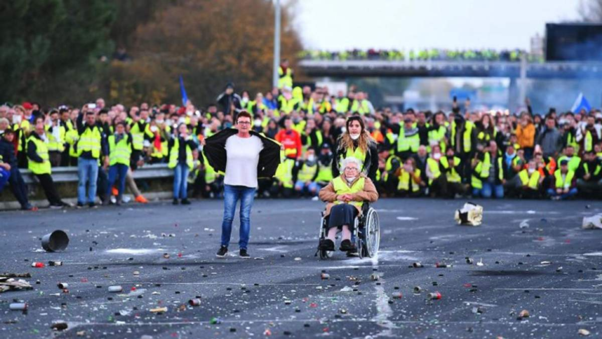Протести у Франції: Макрон зробив заяву щодо мітингувальників