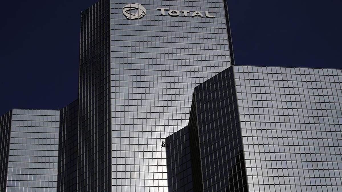 У Франції профспілка збирається заблокувати три нафтопереробні заводи Total
