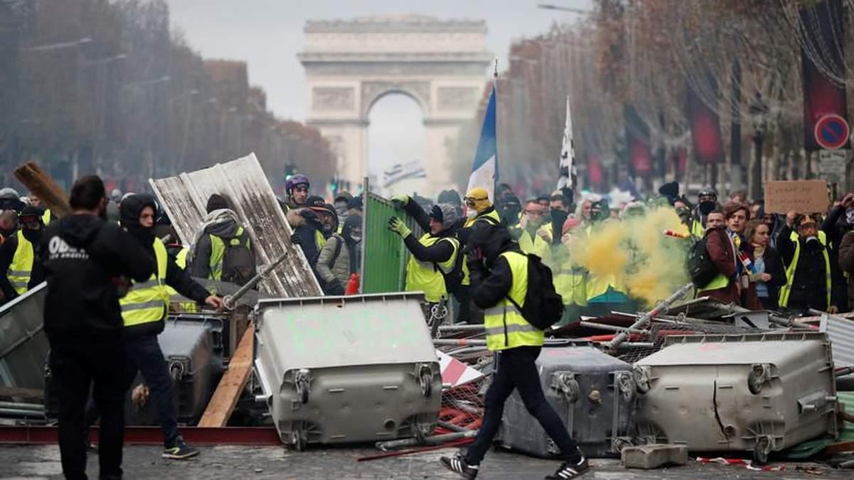 Пропагандисти з RT серйозно постраждали під час акцій протесту у Франції